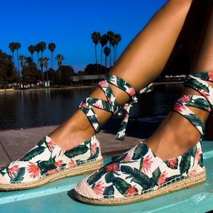 Shoes - 🆕//The Venice// Summer print lace up Espadrille